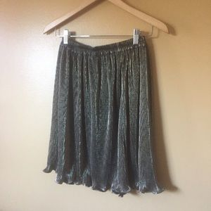 Vtg Ruffle pleated metallic gold and black skirt